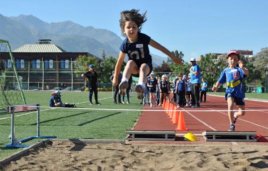 Escuelas deportivas y talleres extraprogramáticos